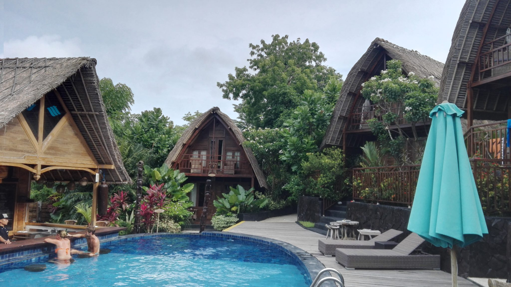 bungalow pool bali